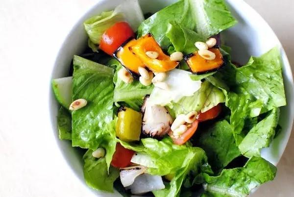 不只是salad! 各种沙拉英语怎么说?